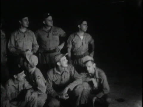 the crew of the enola gay poses for pictures before boarding the plane that would drop the 1st atomic bomb on japan, august 6, 1945. - (war or terrorism or election or government or illness or news event or speech or politics or politician or conflict or military or extreme weather or business or economy) and not usa点の映像素材/bロール
