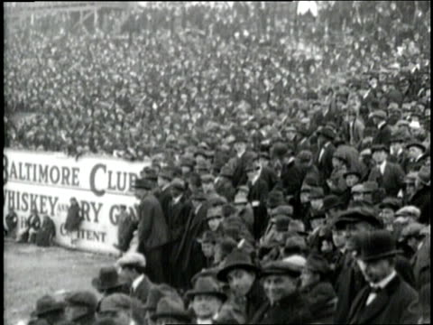 the crowd goes wild when babe ruth hits a home run - anno 1910 video stock e b–roll