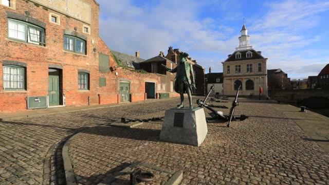 the customs house, purfleet quay, kings lynn town, norfolk, england - 社会史点の映像素材/bロール