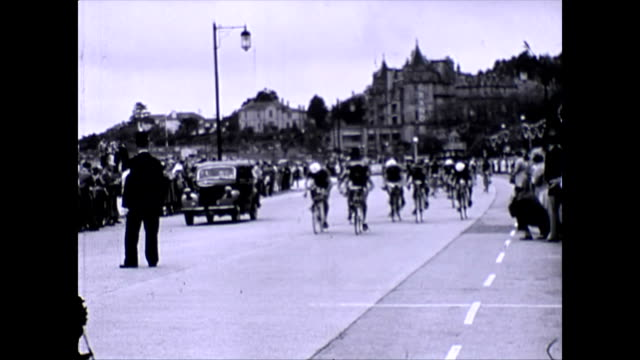 the daily express tour of britain cycle race torquay section. shots of riders and support vehicles passing along torquay seafront - tour of britain stock videos & royalty-free footage