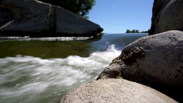 Le barrage sur la rivière Saugeen près de Walkerton, Brockton, Bruce County, Ontario, Canada. Images aériennes drone 4K