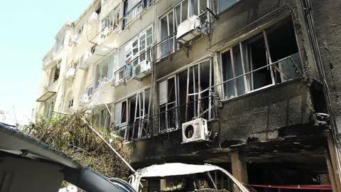 the damage in a residential building hit by a rocket fired from the gaza strip on may 13, 2021 in petah tikva, israel. heavy exchange of fire between... - ガザ地区点の映像素材/bロール