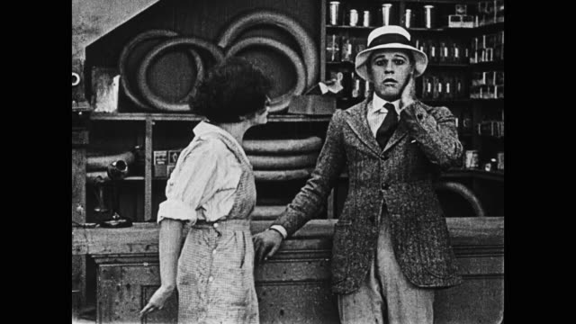 vídeos de stock, filmes e b-roll de 1920 the daring and athletic molly slaps her suitor on the neck when he tries to kiss her - rejeição