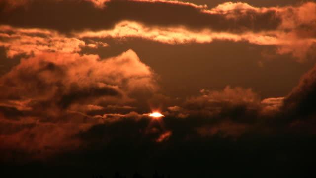 the darkness auftreten. - abwesenheit stock-videos und b-roll-filmmaterial