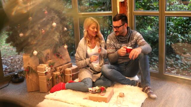 vídeos y material grabado en eventos de stock de el día antes de navidad - regalo de navidad