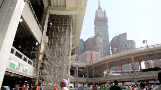 stockvideo's en b-roll-footage met the deadly collapse of a construction crane in saudi arabias holy city of mecca has highlighted the controversial pace of highend urban development... - geboren in