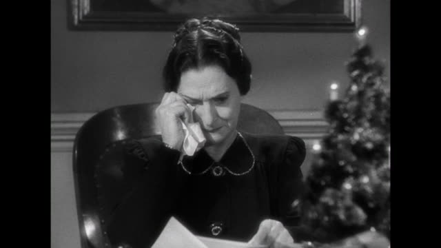 vídeos de stock, filmes e b-roll de 1941 the death of parent's daughter is told to the adoption agency representative through a letter - nota