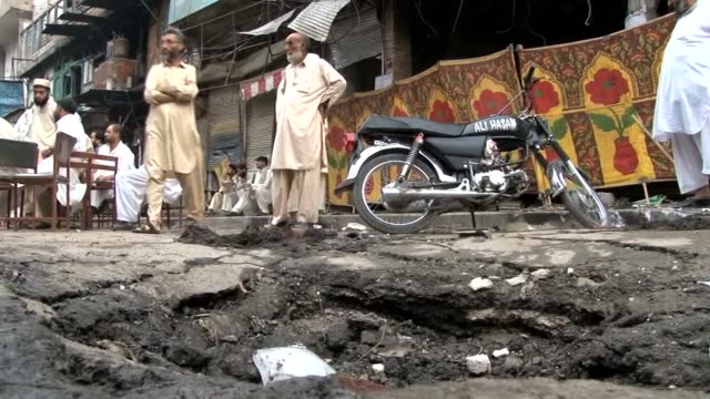 the death toll from a car bomb attack in pakistan's northwestern city of peshawar rises further clean death toll in peshawar bombing rises furth on... - peshawar video stock e b–roll