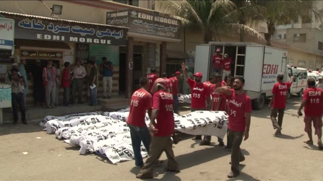 the death toll from pakistan's killer heatwave rose past 1000 on thursday with more fatalities expected as cloud cover and lower temperatures brought... - karachi stock videos & royalty-free footage