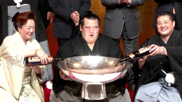 The decadelong wait for a Japaneseborn championship winner is finally over Ozeki Kotoshogiku overpowered Goeido on Sunday to win the New Year Grand...