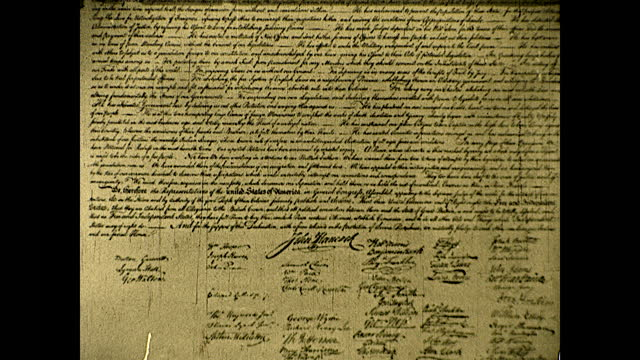 the declaration of independence with signatures. historical reenactment of early american colonial history. - 独立宣言点の映像素材/bロール