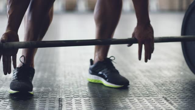 vídeos de stock, filmes e b-roll de a definição de durão - peso livre equipamento para exercícios