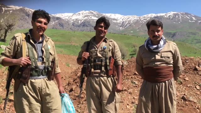 vídeos de stock, filmes e b-roll de the democratic party of iranian kurdistan's armed wing known as the iranian peshmerga located in the border near iran continue their armed struggle... - curdo