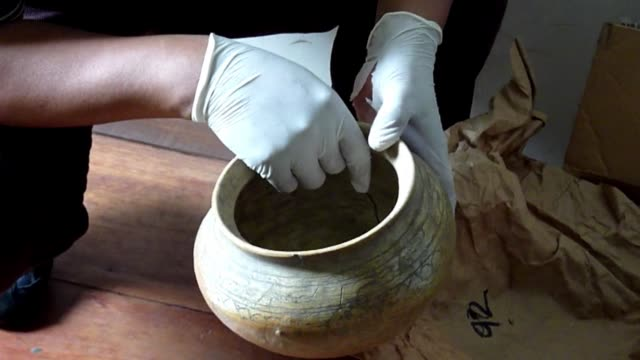 the department of natural and cultural heritage of guatemala put on display wednesday some of the 440 archaeological ceramic pieces of mayan culture... - antiker gegenstand stock-videos und b-roll-filmmaterial