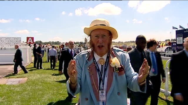 stockvideo's en b-roll-footage met the derby queen's horse is favourite to win race epsom john mccririck interview sot carlton house can not win the derby women attending racing... - john mccririck