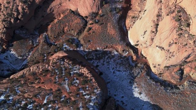vídeos de stock e filmes b-roll de the deserted rocks nearby kayenta, arizona - sudoeste dos estados unidos