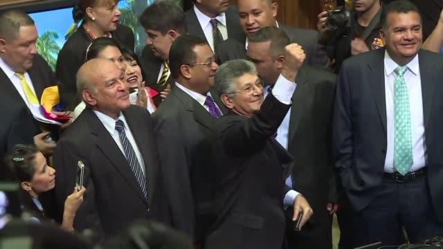 the designated chairman of the venezuelan national assembly henry ramos allup celebrated tuesday inside the parliament with other elected opposition... - ordförande bildbanksvideor och videomaterial från bakom kulisserna