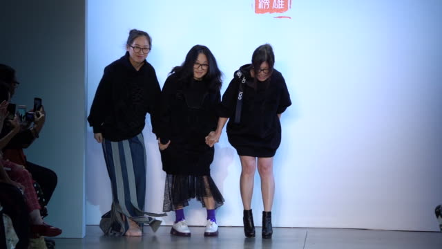 the designers of taoray taoray walk the runway september 2019 nyfw at gallery ii at spring studios on september 11 2019 in new york city - september 2019 nyfw点の映像素材/bロール