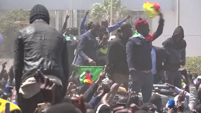 the detention order of senegal's opposition leader ousmane sonko has been lifted, one of his lawyers said early monday. bamba cisse told the press... - セネガル点の映像素材/bロール
