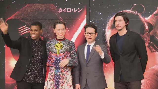 vídeos de stock, filmes e b-roll de the director of the latest star wars film the force awakens promotes the film in tokyo ahead of its global release next week - série de filmes star wars