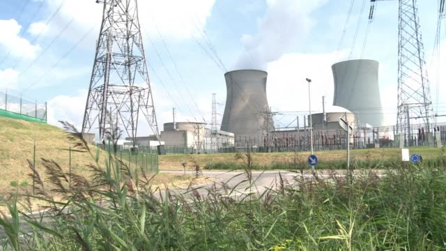 stockvideo's en b-roll-footage met the discovery of possible cracks in a belgian nuclear reactor should trigger urgent testing around the eu but such decisions are for national... - kernreactor