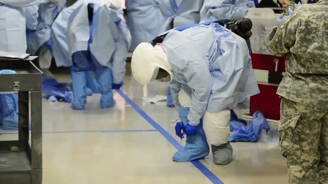 the dod ebola training team prepares proper techniques with protective equipment - bundesgesundheitsamt der usa stock-videos und b-roll-filmmaterial