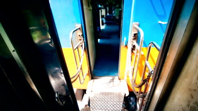 Die Tür des Übergangs zwischen Kabine des alten Zuges.