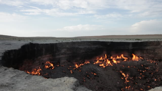 "the ""door to hell"" or darvaza crater in turkmenistan at dusk - land stock videos & royalty-free footage"