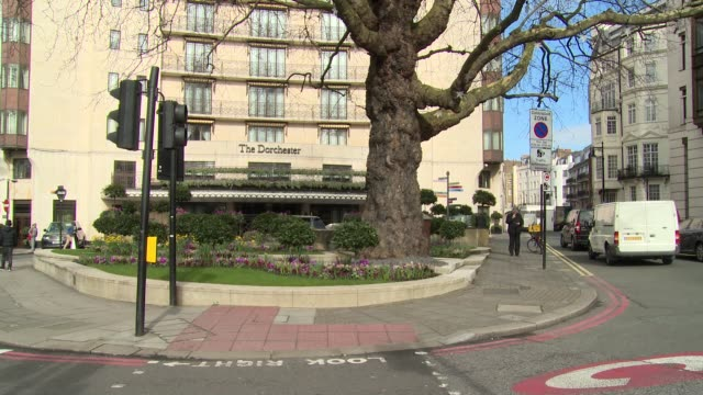the dorchester hotel in the daytime at london hotel establishment shots. - dorchester hotel stock videos & royalty-free footage