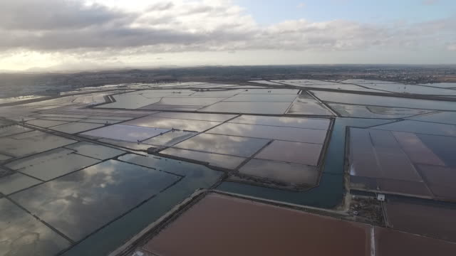 the dramatic landscape of the salt pans of trapani and cloud reflection on water in sicily, italy - salt mineral stock videos & royalty-free footage