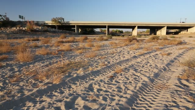 The dried up river bed of the Kern River in Bakersfield, California, USA. Following an unprecedented four year long drought, Bakersfield is now the driest city in the USA. Most of California is in exceptional drought, the highest level of drought classific