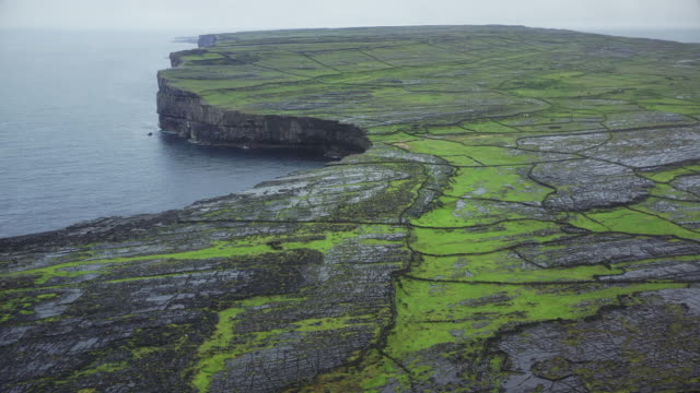 the dry stone walls of inishmore - republic of ireland stock videos & royalty-free footage