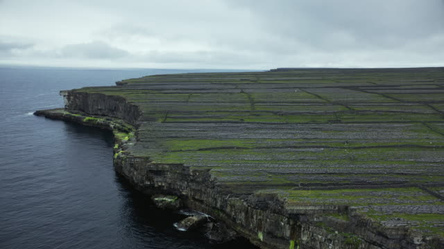 the dry stone walls of inishmore - dramatic landscape stock videos & royalty-free footage
