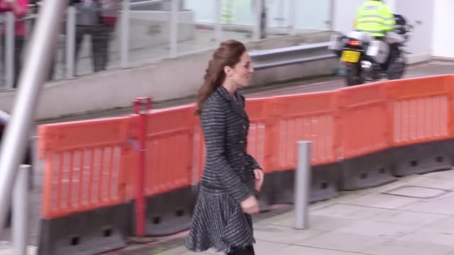 the duchess of cambridge arrives to visit a creative workshop run by the national portrait gallery's hospital programme at evelina london children's... - 公爵夫人点の映像素材/bロール