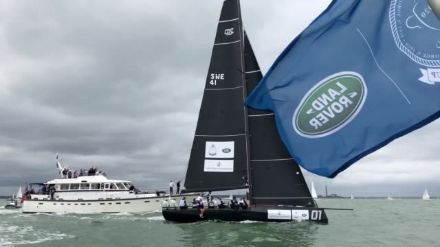 the duchess of cambridge gets some practice in as she prepares to take part in the king's cup yachting regatta later on thursday in cowes. william... - regatta stock-videos und b-roll-filmmaterial