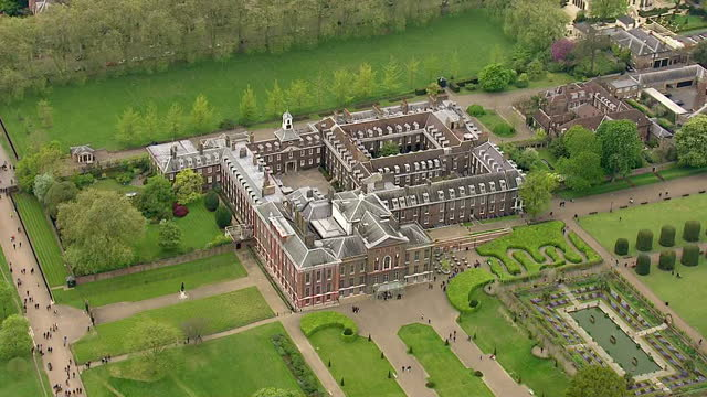 the duchess of cambridge has delivered a baby girl shows exterior shots aerials kensington palace surrounding gardens on may 02 2015 in london england - kensington palace video stock e b–roll