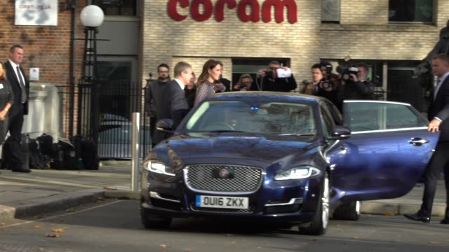 the duchess of cambridge visits the foundling museum at the foundling museum on november 28 2017 in london england - herzogin stock-videos und b-roll-filmmaterial