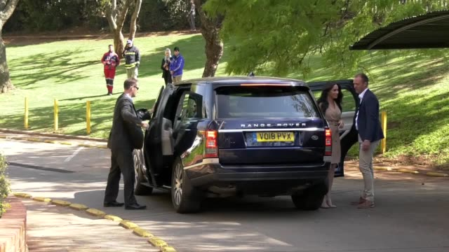 vídeos y material grabado en eventos de stock de the duchess of sussex arrives at the university of johannesburg for the first of two solo visits on october 1 before being reunited with the duke of... - meghan duchess of sussex