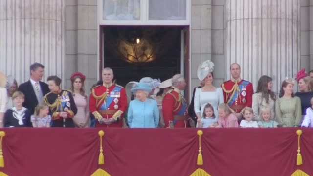 the duchess of sussex joins the royal family of the balcony of buckingham palace for the first time, after trooping the colour. - britisches königshaus stock-videos und b-roll-filmmaterial