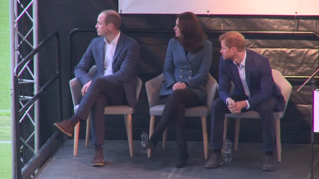 the duke and duchess of cambridge and prince harry at queen elizabeth olympic park on october 18, 2017 in london, england. - ウィリアム王子点の映像素材/bロール