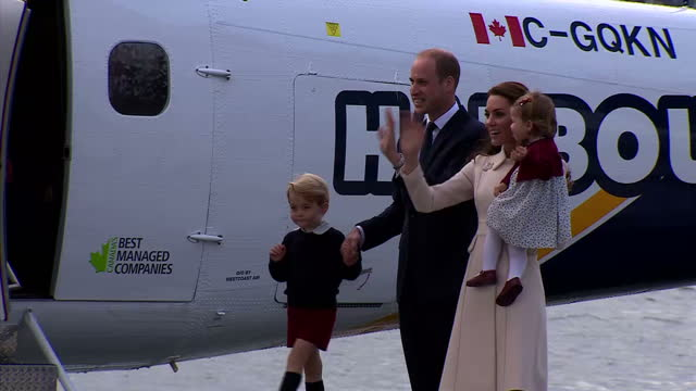 the duke and duchess of cambridge and their children are heading home after their weeklong tour of canada came to an end prince william said the... - 公爵点の映像素材/bロール
