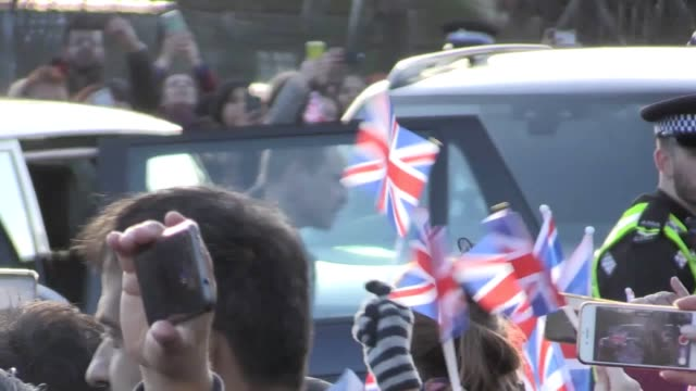 the duke and duchess of cambridge arrive at the khidmat centre in bradford as part of their visit to the west yorkshire city their trip comes at a... - サセックス公爵ヘンリー王子点の映像素材/bロール