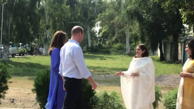 the duke and duchess of cambridge at a governmentrun school in islamabad pakistan on the first full day of the royal tour the royal couple landed in... - prinz william herzog von cambridge stock-videos und b-roll-filmmaterial