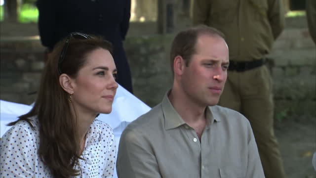 the duke and duchess of cambridge continued their royal tour of india with a visit to kaziranga national park shows prince william and catherine... - 野生生物保護点の映像素材/bロール