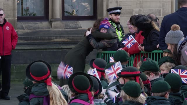 the duke and duchess of cambridge greet the crowds on a visit bradford city hall on january 15 2020 in bradford england - herzog von cambridge stock-videos und b-roll-filmmaterial