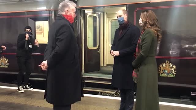 the duke and duchess of cambridge received a rock and roll send-off for their country-wide tour by royal train when shakin' stevens performed. before... - イングランド ケンブリッジ点の映像素材/bロール