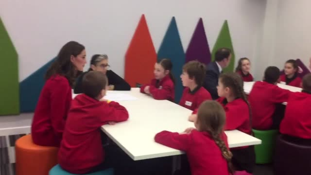 vídeos de stock, filmes e b-roll de the duke and duchess of cambridge speak to children from friars primary school in salford during a visit to bbc's bridge house in media city. - bbc