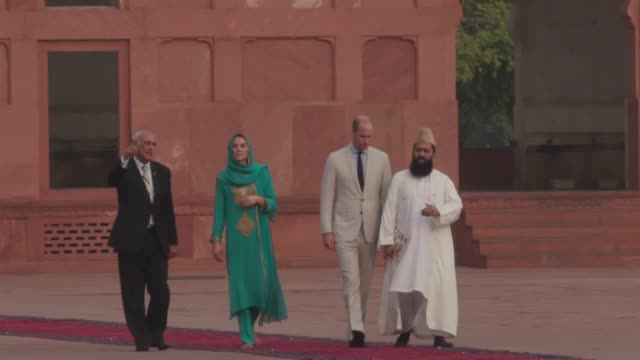 the duke and duchess of cambridge spent the afternoon of the fourth day of their tour of pakistan at the breathtaking badshahi mosque in lahore. kate... - punjab pakistan stock videos & royalty-free footage