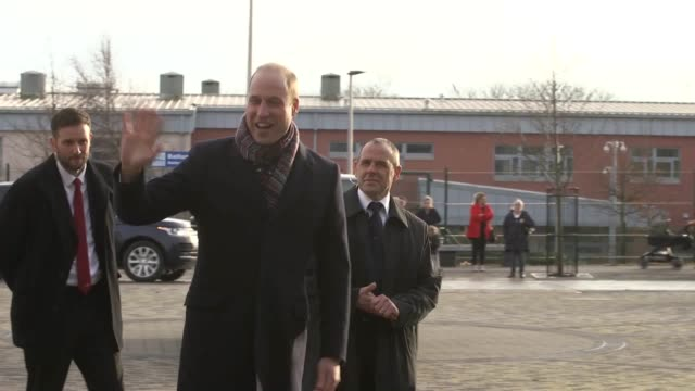 vidéos et rushes de the duke and duchess of cambridge visit the crescent community centre in dundee to talk to workers from the michelin factory and their families. a... - centre culturel