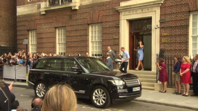 vídeos y material grabado en eventos de stock de the duke and duchess of cornwall leaving st mary's hospital with their unnamed son the future british king in london england uk on 7/23/13 - 2013